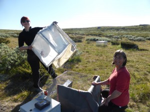 CO2 measurements in the exclosure in the meadow. It was not easy, and with time we figures out that blankets on the sides are nice in order to not damage clothes. Diana Eckert and Sigrid Lindmo assisting me. Photo: Mia Vedel Sørensen.